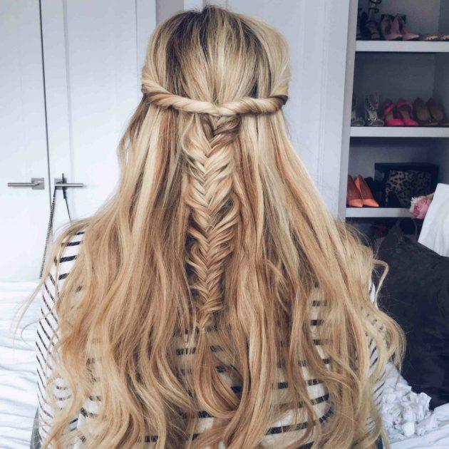 На фото: модные трендовые прически с косами.