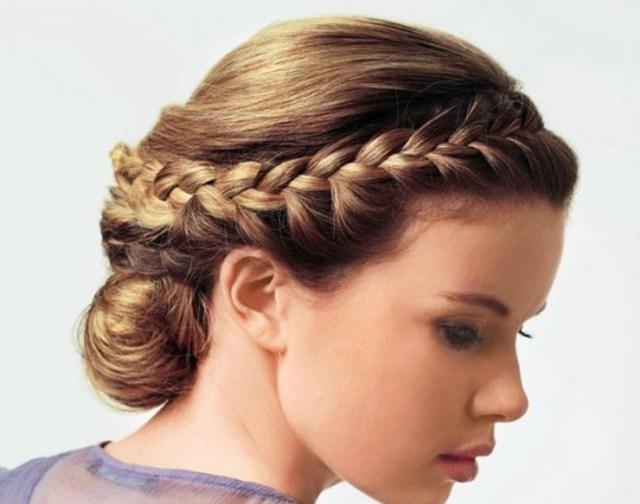 На фото: французская коса и пучок на длинных волосах.