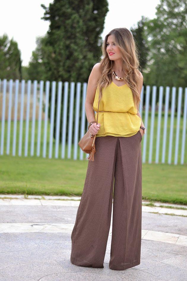 На фото: широки брюки Палаццо с желтым топом.