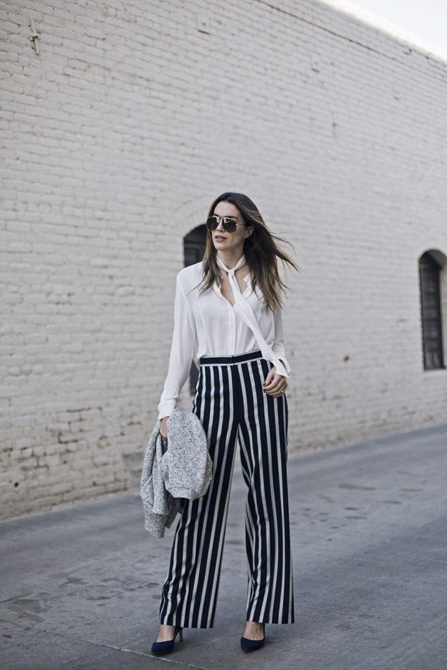 На фото: брюки Палаццо в черную полоску с белой блузой.