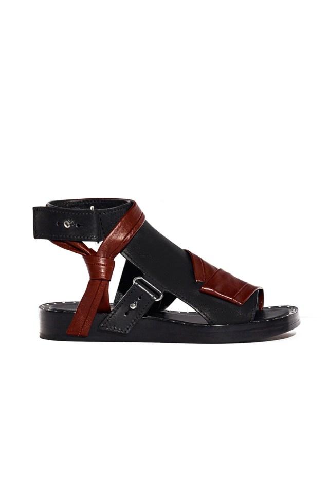 На фото: обувь в тренде комфорт из коллекции 3.1-Phillip-Lim .