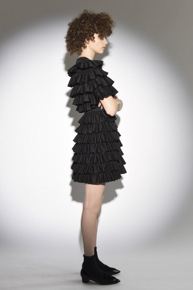 На фото: воланы на платье – модные тенденции этого сезона фото из коллекции Isa Arfen.