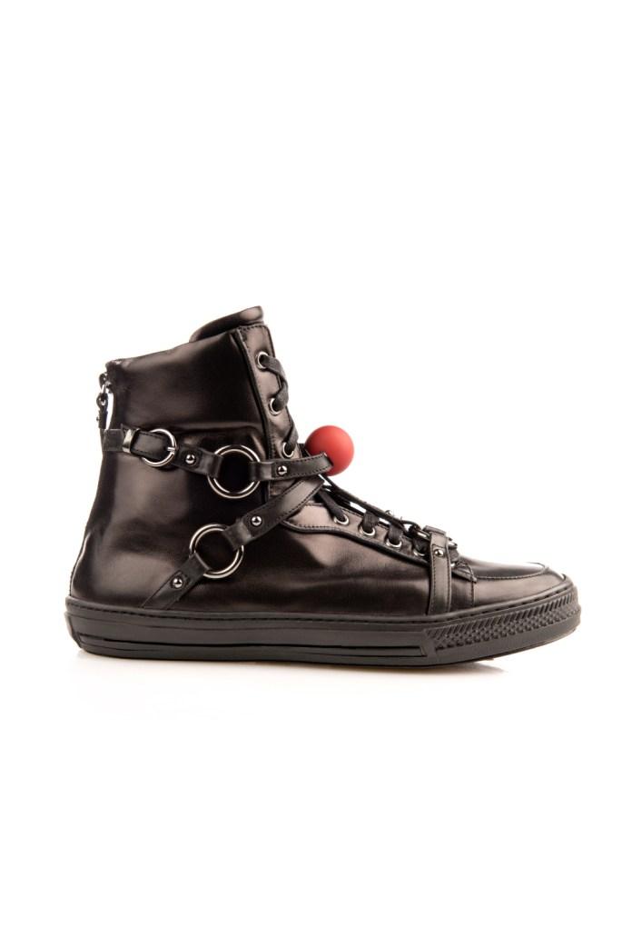 На фото: обувь в мужском стиле из коллекции JF-London.