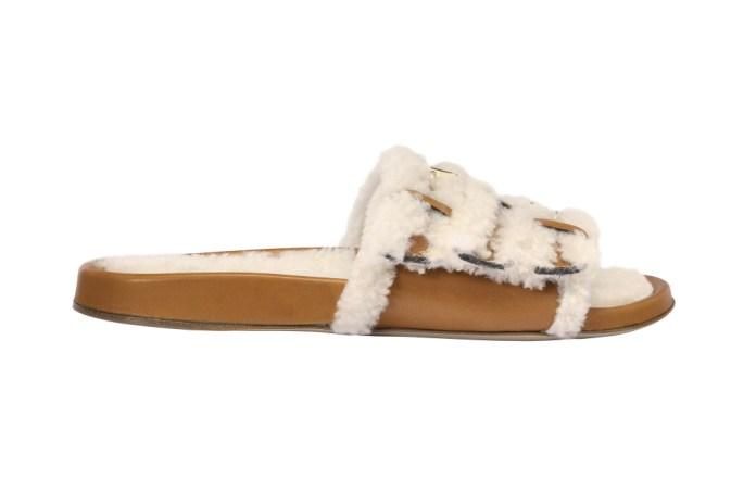 На фото: обувь в тренде комфорт из коллекции Christopher-Kane.