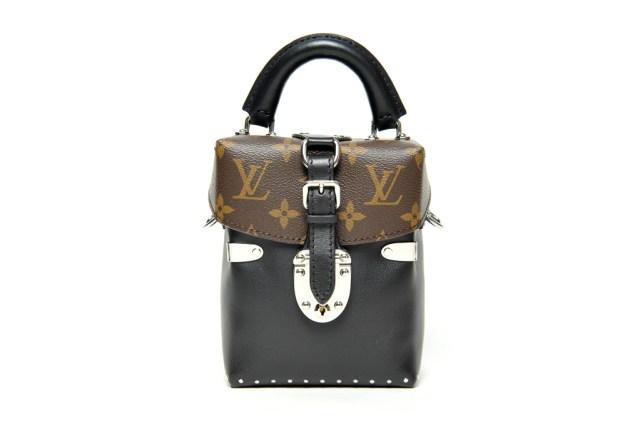 На фото: маленькая сумочка - новинка сезона из коллекции Louis Vuitton.