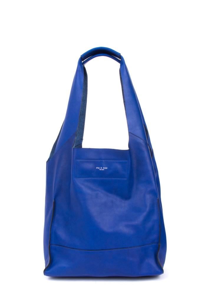 Модные сумки: тренд сезона - сумка классика формы «трапеция» фото из коллекции Rag-and-Bone.