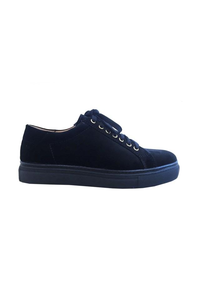 На фото: обувь в мужском стиле из коллекции Ralph-Lauren.