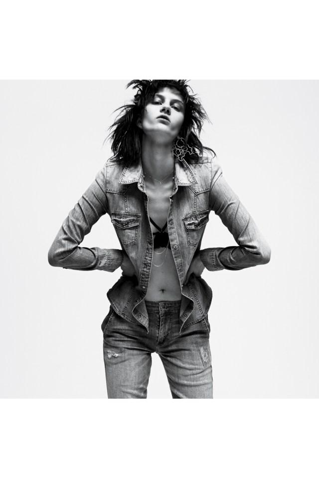 Джинсовая мода: джинсовая рубашка и джинсы от Guess прямого классического кроя от Guess.