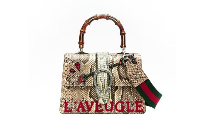 Модная сумка: яркая новинка сезона - сумочка прямоугольной формы с двумя ручками из коллекции gucci.