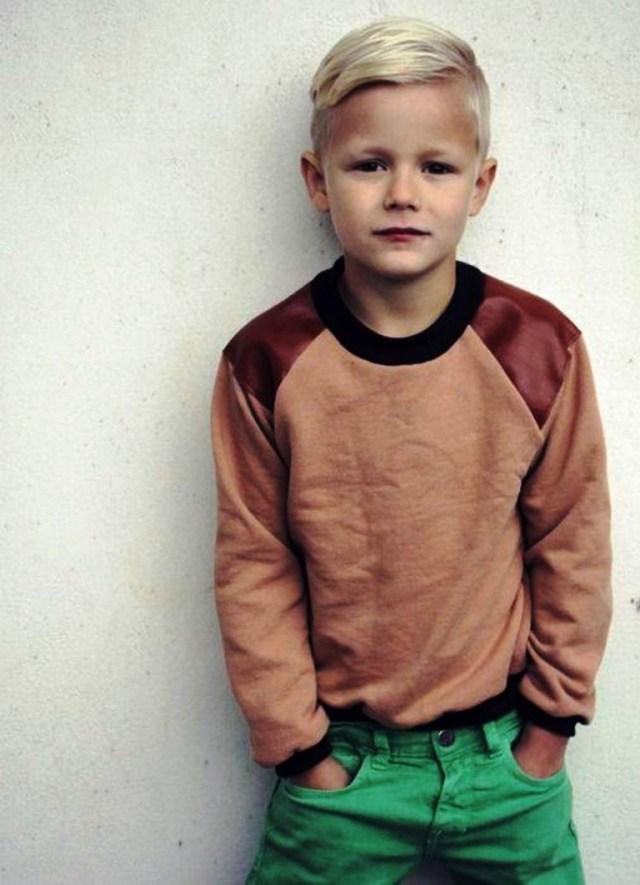 На фото: стрижка для мальчиков «полубокс».