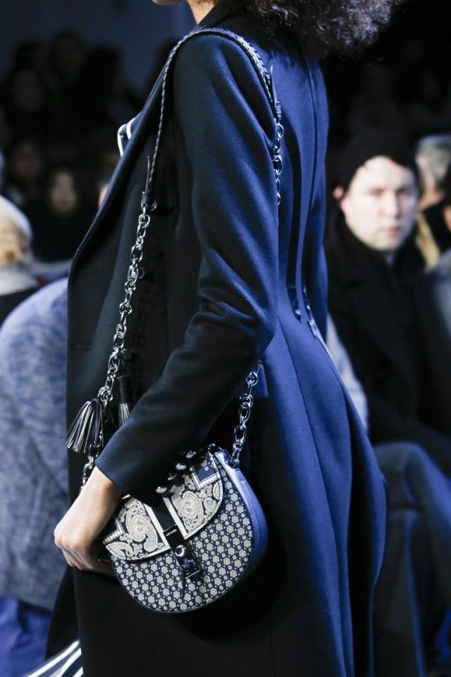 На фото: модная модель сумки осень-зима 2016-2017 из коллекции Altuzarra.