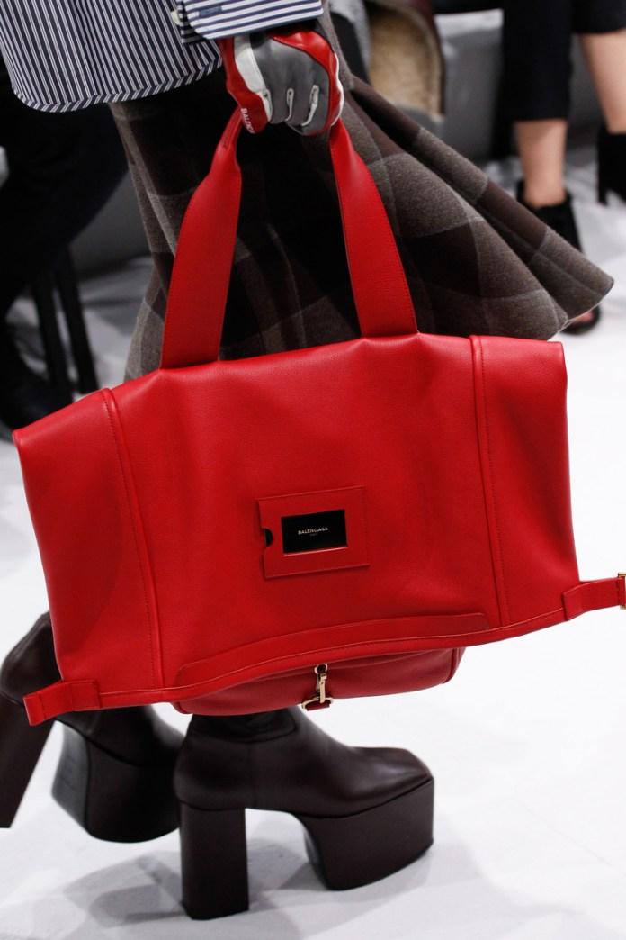 На фото: модные модели сумок осень-зима 2016-2017 из коллекции Balenciaga.