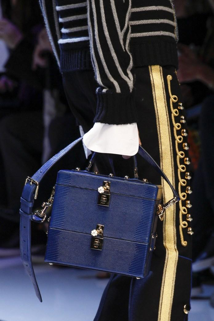 На фото: модная модель сумки осень-зима 2016-2017 из коллекции Kenzo. тренд сезона осень-зима 2016-2017 из коллекции Dolce & Gabbana.