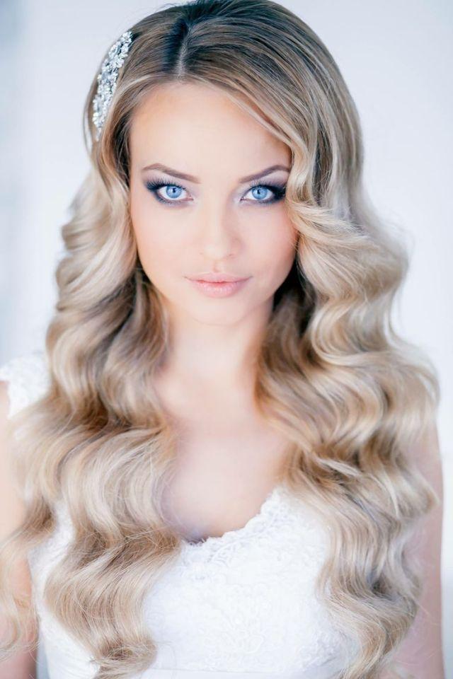 На фото: красивые прически на длинные волосы - Легкие локоны: простота и естественность.