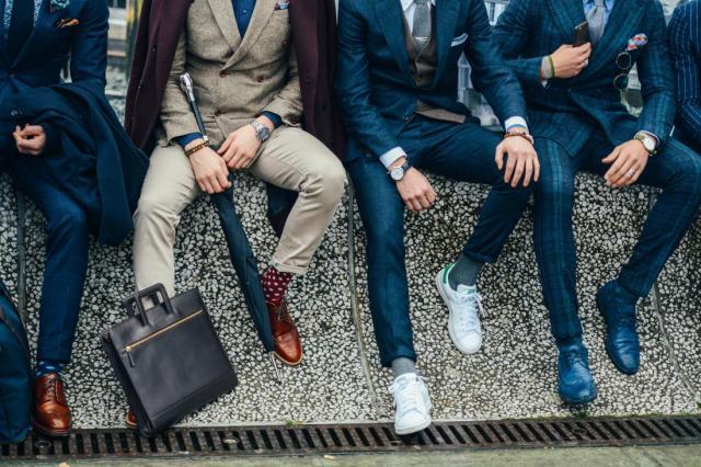На фото: ошибки мужского гардероба - правильные носки — это носки, подходящие по цвету.
