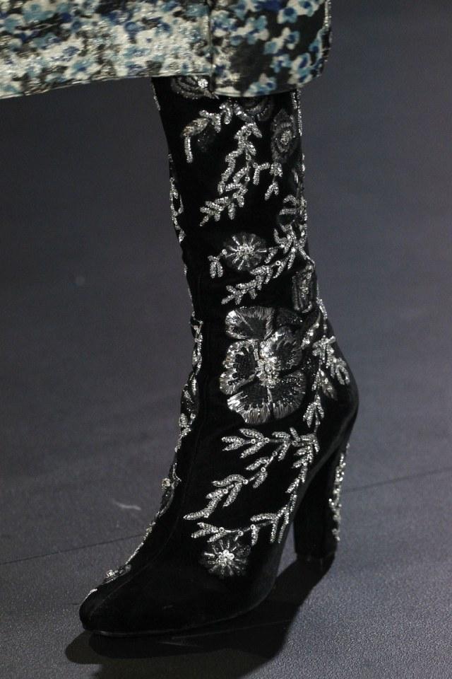На фото: модные сапоги – тренд осени 2016 и зимы 2017 из коллекцииSaint-Laurent.