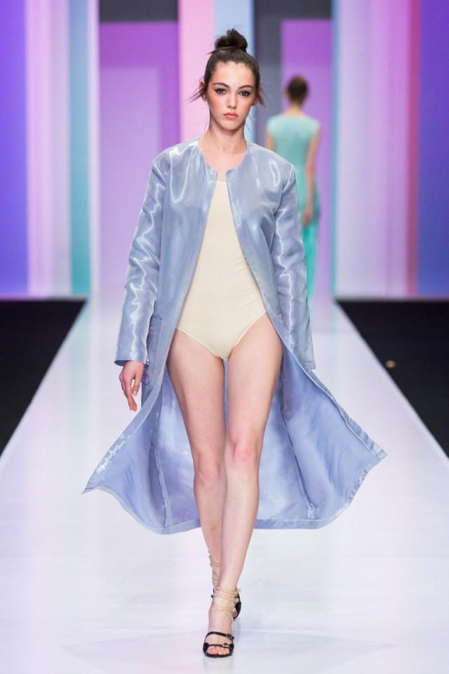 На фото: пальто с принтом из коллекции Anna-Ryapasova.