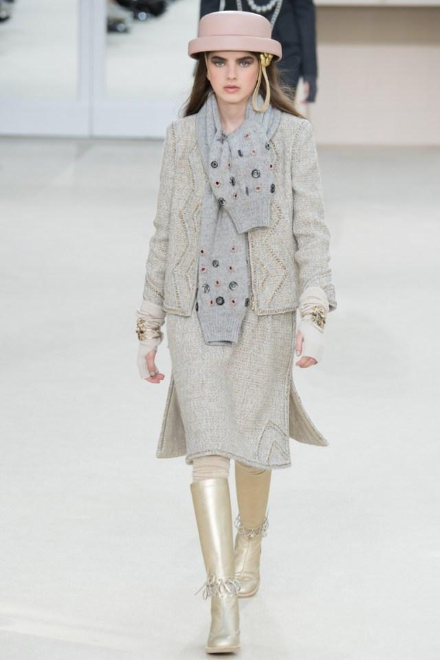 Серая модная юбка 2017 из коллекции Chanel, отличный вариант для офисного дресс-кода