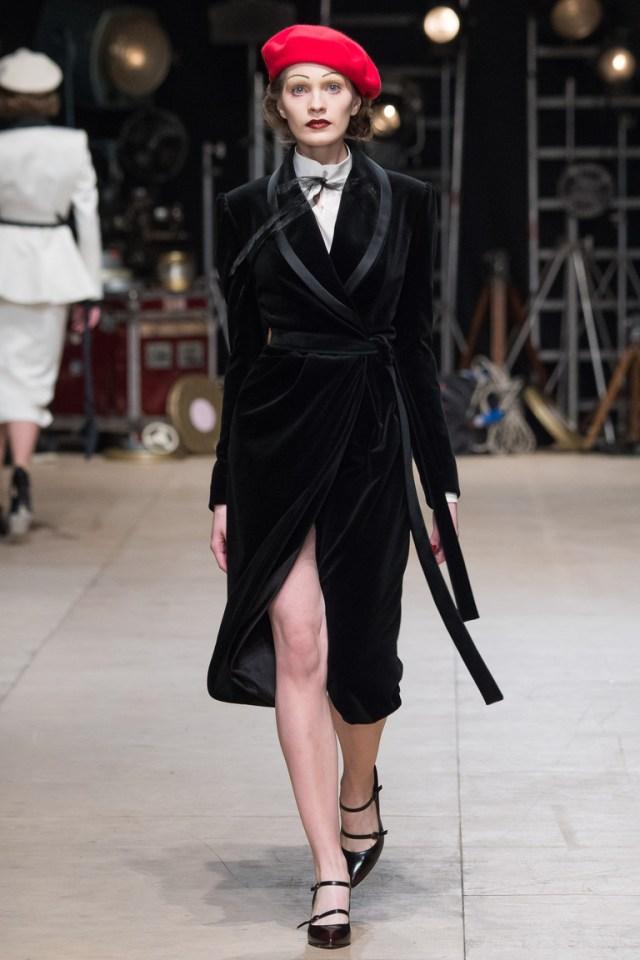 На фото: классическое пальто из коллекции Ester-Abner.