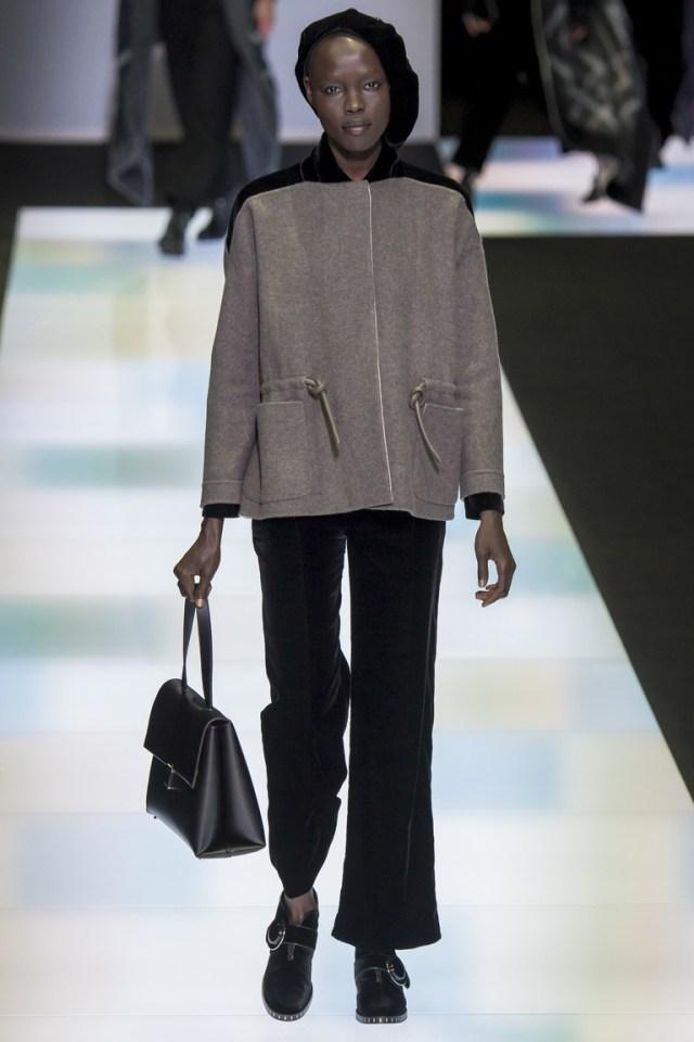 Модные короткие брюки 2017 года - фото новинка в коллекции Giorgio Armani