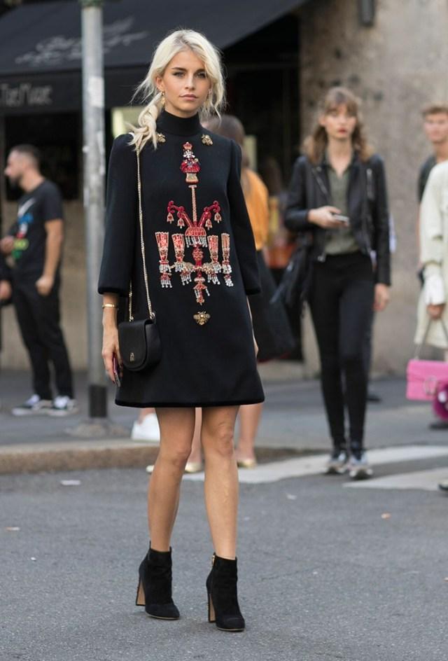 Короткое модное платье - фото новинки сезона
