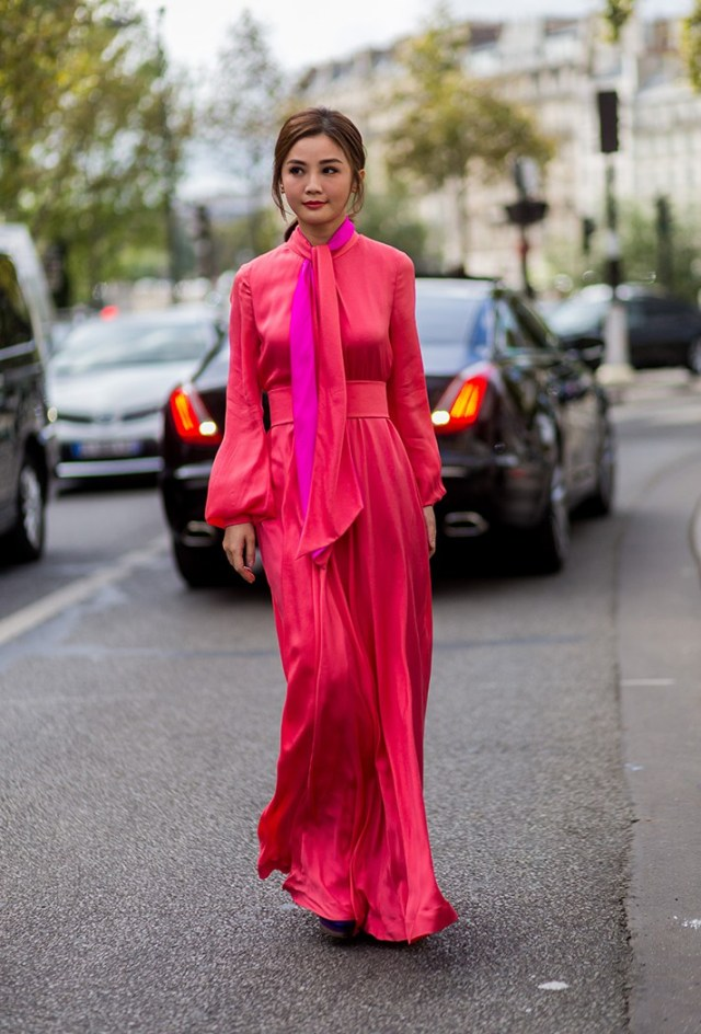 Длинное модное платье с пышными рукавами