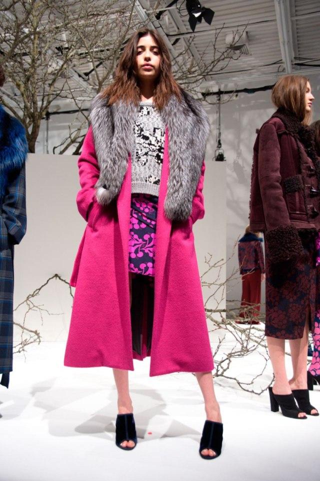 Пальто с меховым воротником 2017