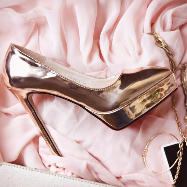 Нарядный пост о бронзовых туфельках на высоченном каблуке