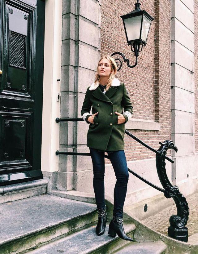 На фото: новый стильный и теплый образ - укороченное пальто с узкими джмнсами и сапогами с пряжкой.