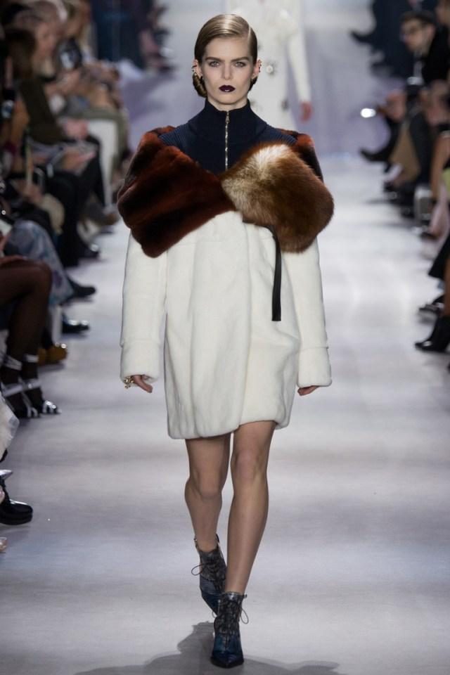 Модная шуба 2017 из гладкого меха из коллекции Christian-Dior.