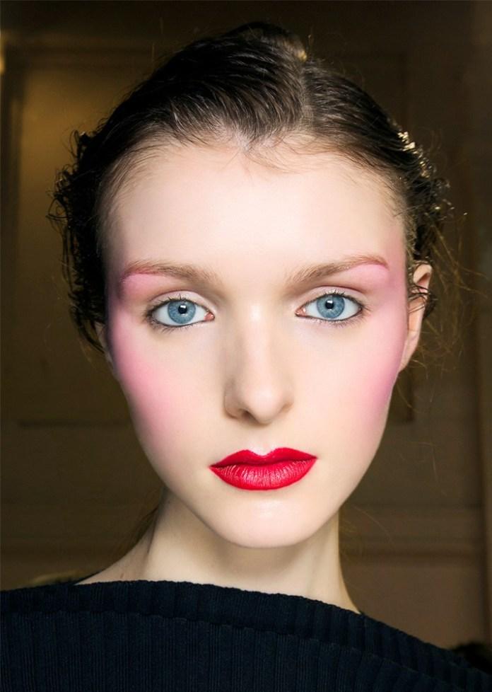 Вечерний макияж 2017 с ярко-красными губами