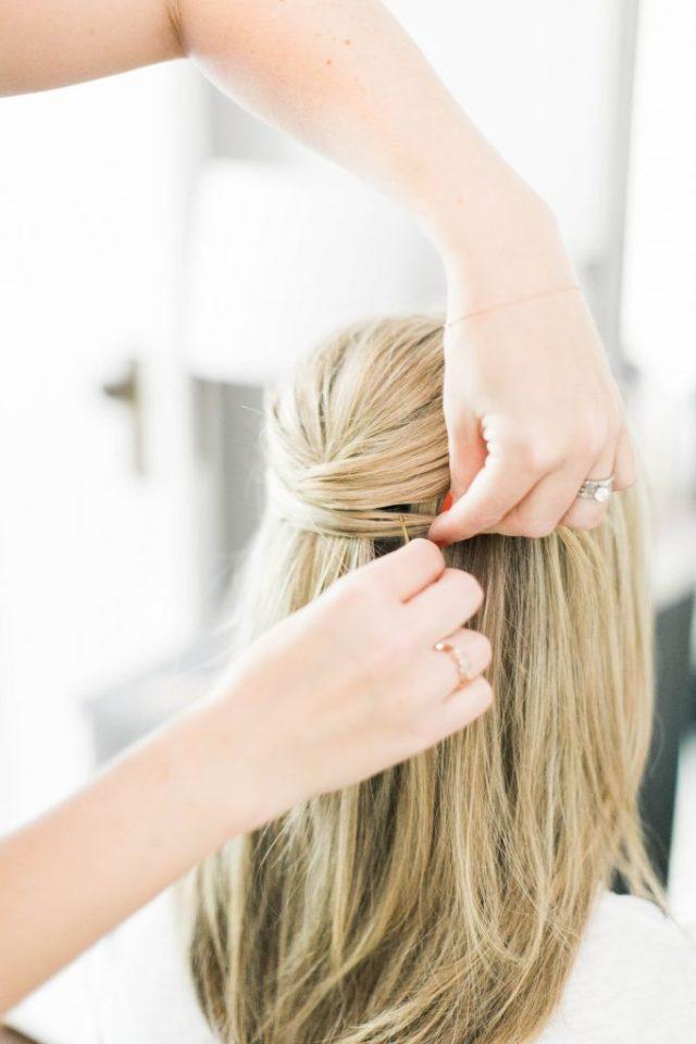 Оригинальный хвостик - простая причёска на средние волосы