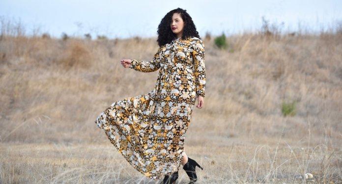 Модное длинное платье с ярким принтом 2017 для полных - фото обзор.