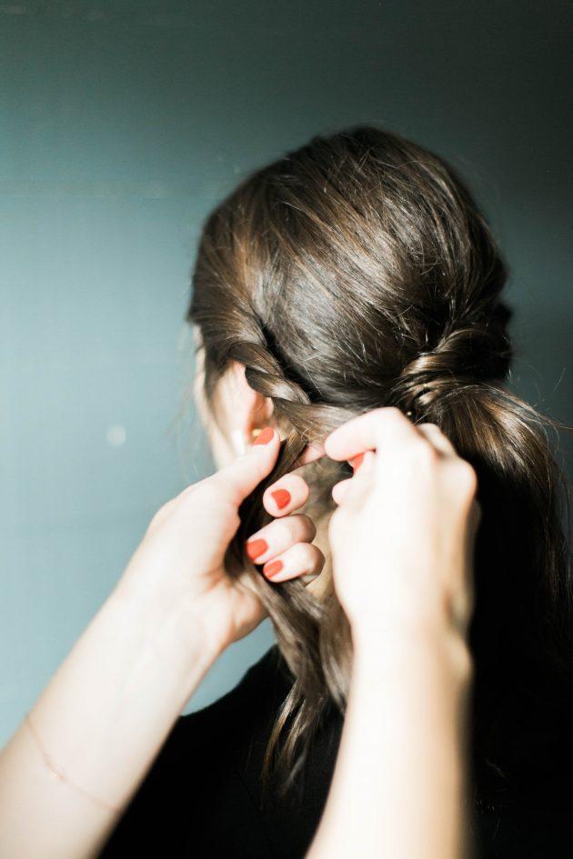 Шнуровка. Оригинальная причёска для средних волос - фото мастер класс