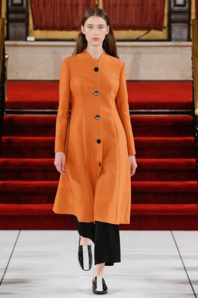 Модное пальто 2017 оранжевого цвета - фото обзор коллекции Creatures of the Wind.