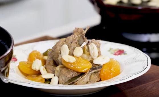 Kayısılı Bademli Et Yemeği yapımı