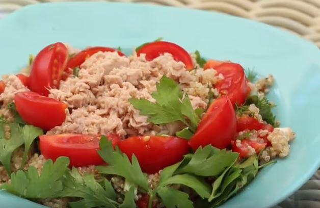 Ton Balıklı Kinoa Salatası yapımı