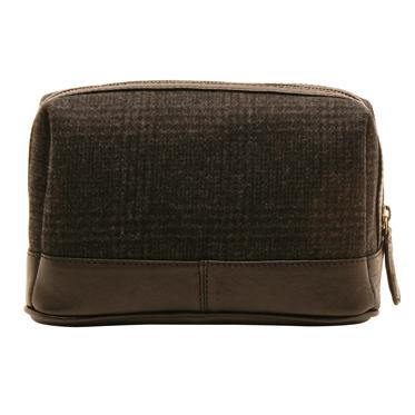 Ashwood – Black Twickenham Wash Bag in Cow Tumble Leather with Tweed Finish