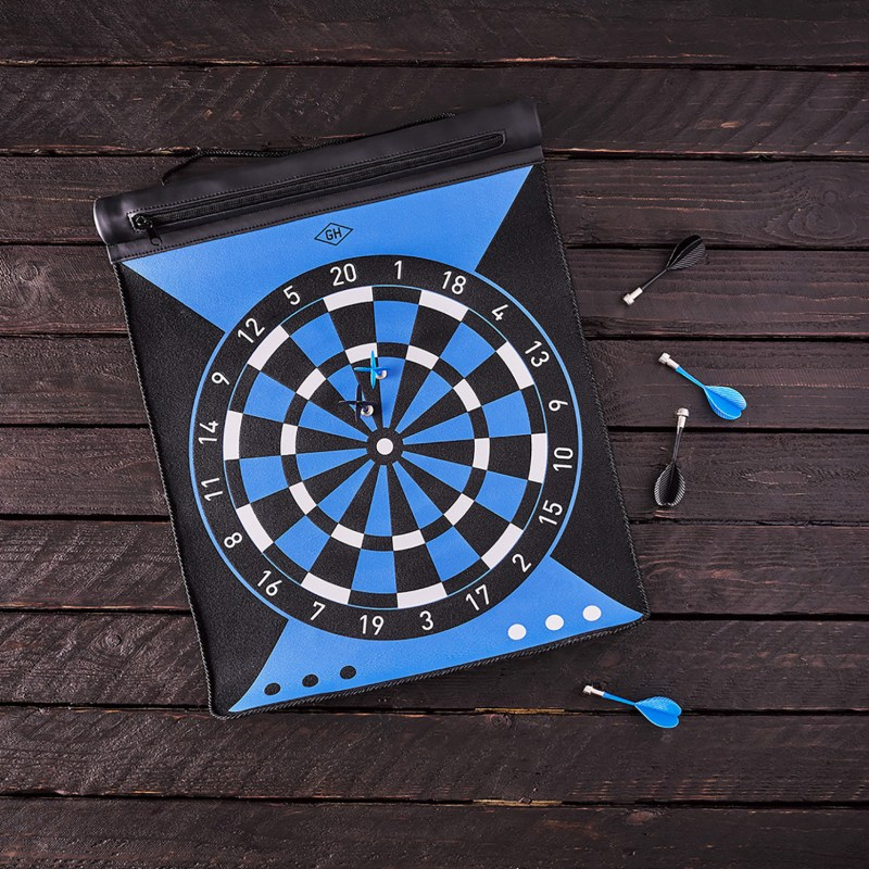 Gentlemen's Hardware – Magnetic Reversible Roll Up Dartboard with Darts & Pouch