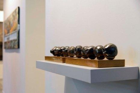 Ligia Borba - Duas frutas e oito quimeras, 2017 - Cerâmica, raku e vidrado em alta temperatura - 72 x 12 x 11 cm.