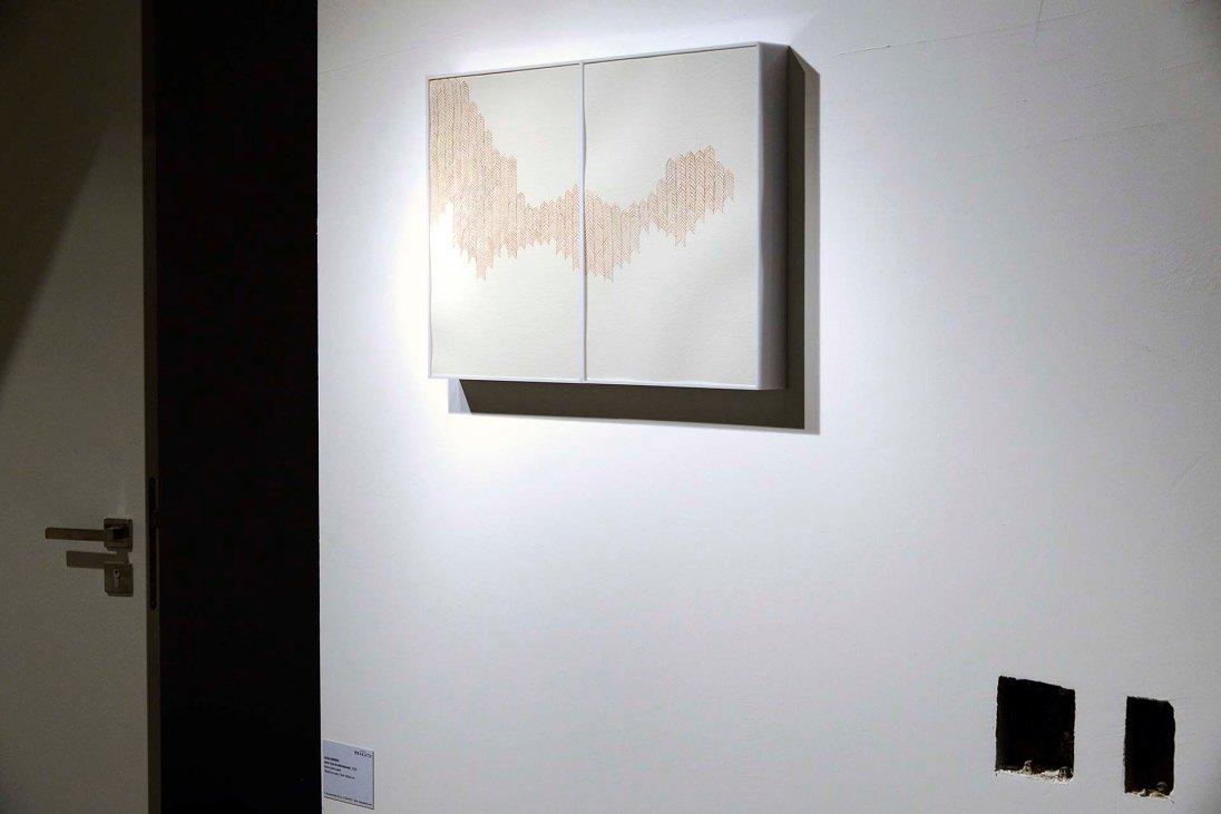 Hugo Mendes - Casa de Marimbondo, 2018 - Barro sobre papel - 38 x 28 cm (cada) - Foto Gilson Camargo