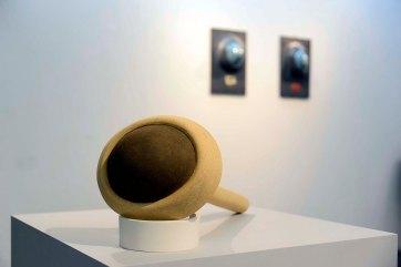 Ligia Borba - Série Olhos Cegos e Ouvidos Moucos, 2019 - Paper Clay com vidrado, 1220°C - 55 x 25 x 20cm