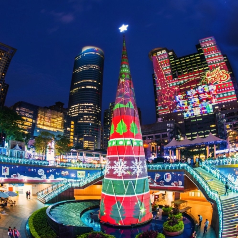A total of 42 Christie Boxer 4K30s are used for the spectacular projection mapping show at New Taipei City (Photo courtesy of Hexogon Solution)