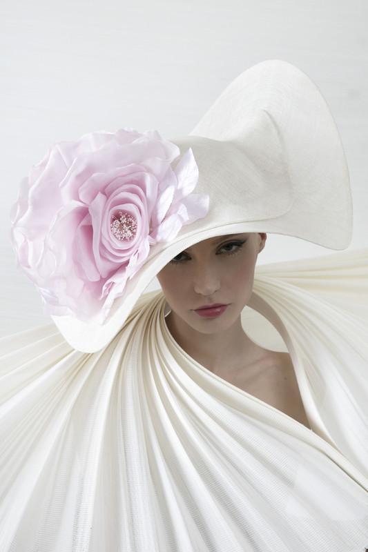 philip-treacy-london-ivory-wave