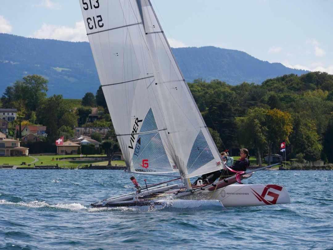 Viper F16 du Yacht Club de Genève naviguant au près