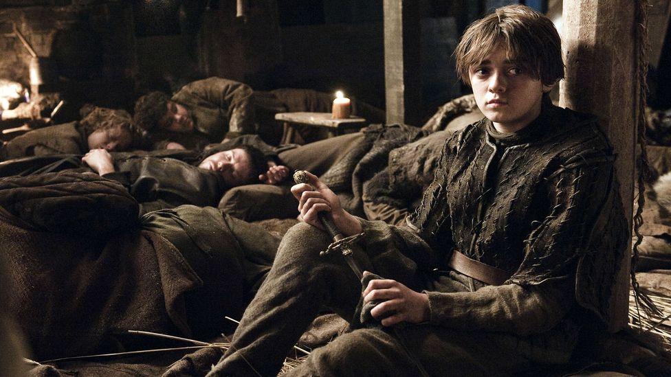 Arya Stark, Jon Snow'un bir hediyesi olan küçük ama güçlü Needle'ı kullanıyor (Kredi: Alamy)