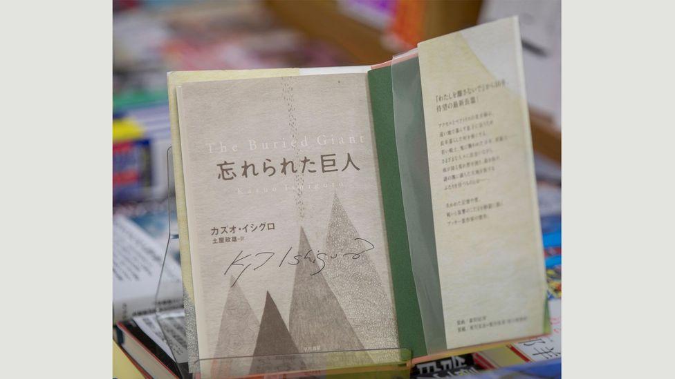 2007'de Nobel Edebiyat Ödülü'nü kazanan Kazuo Ishiguro'nun The Buried Giant'ı yazması 10 yıl sürdü (Kredi: Alamy)