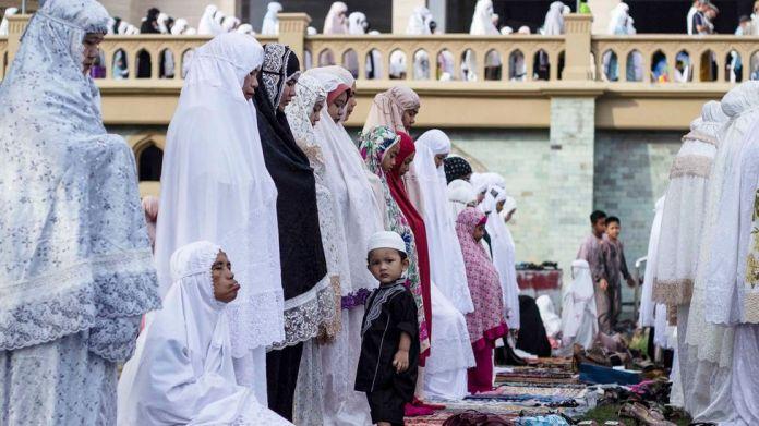 The Muslim Clerics Preaching For Indonesia S Peat Bbc Future