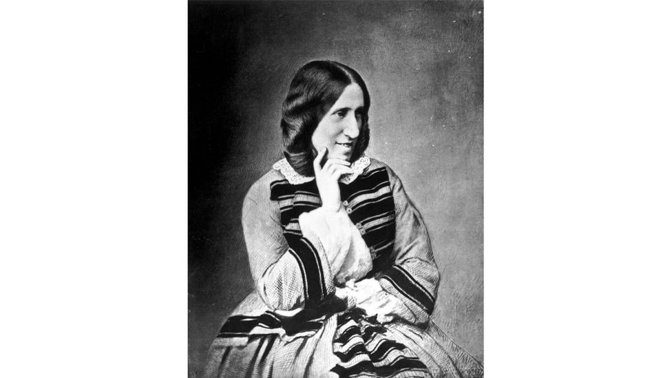 George Eliot başlangıçta bir takma ad benimsedi çünkü çalışmalarının 'düşmüş kadın' statüsünün skandalından muaf tutulmasını istiyordu (Kredi: Getty Images)