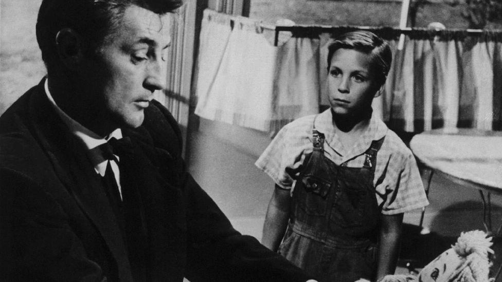 Robert Mitchum'un çok kötü bir vaiz olarak oynadığı 1955 yapımı The Night of the Hunter, Güney Gotik türünün bir klasiğidir (Kredi: Alamy)